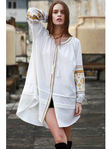 الفستان بالتطريز مع الياقة الواقفة والكم الطويل - أبيض فاتح S
