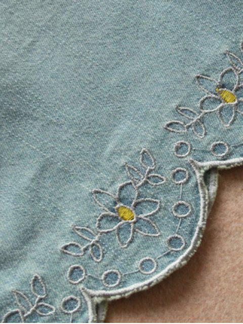 Shorts en denim à taille élastique avec briderie - Bleu clair TAILLE MOYENNE Mobile