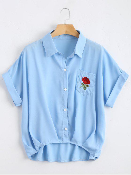 Botón hasta la blusa de bolsillo floral remendada - Azul Claro Única Talla