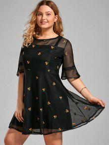 Kleid mit blumen bestickt