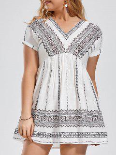 Batwing Graphic Plus Size Dress - White 4xl