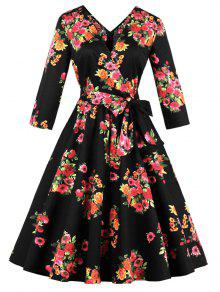 A فستان طباعة الازهار الحجم الكبير ميدي بخط - أسود 4xl