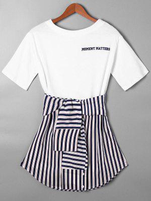 Gestreiftes T-Shirt Kleid mit Bindung Gürtel und  Gekrümmtem Saum