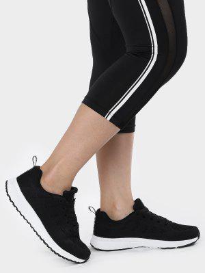 Zapatos deportivos transpirables de la malla del bordado del ojeteador