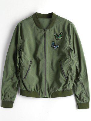 Cierre Para Arriba La Mariposa Que Rebordea La Chaqueta Del Bombardero - Verde Del Ejército S
