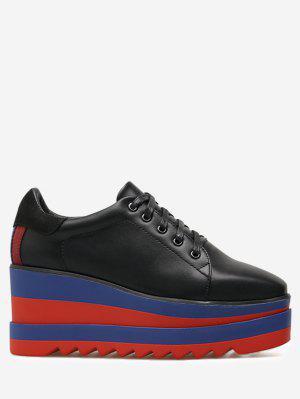 Ata para arriba los zapatos cuadrados de la cua