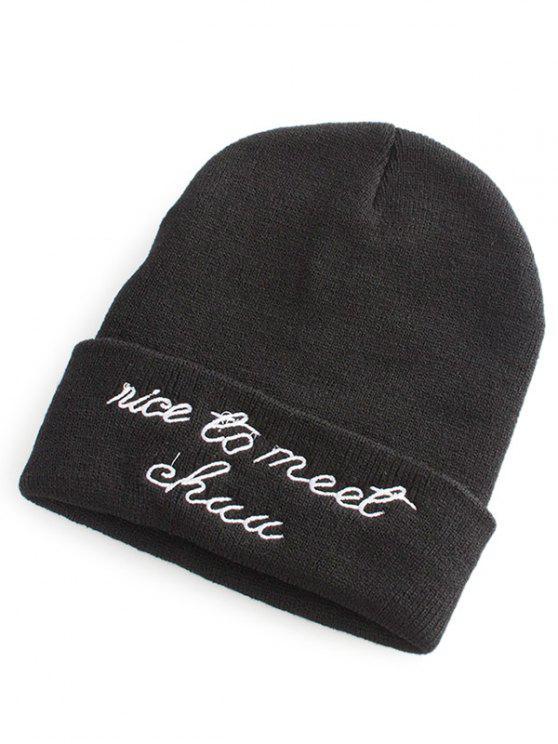 Patrón de letra que abrocha el sombrero de punto - Negro