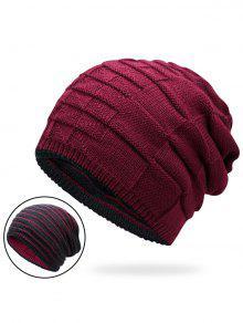 كتلة اللون عكسها قبعة متماسكة - نبيذ أحمر