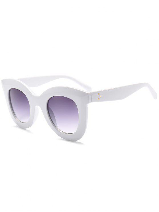 نظارات شمسية بعدسات عريضة وإطار بلاستيكي - أبيض