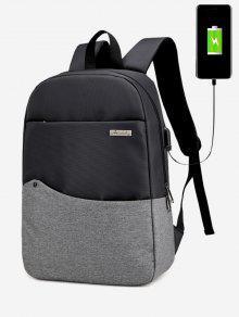 حقيبة ظهر بألوان جامدة مزينة بتفاصيل معدنية مع فلاشة للشحن - الرمادي العميق