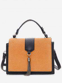 حقيبة يد بألوان متعاكسة مزينة بشرابة من المعدن -