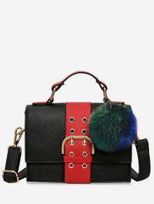 حقيبة كروسبودي بمشبك مزينة بكرة من الفرو وحلقات معدنية - أحمر