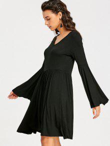 Vestido negro corto con vuelo