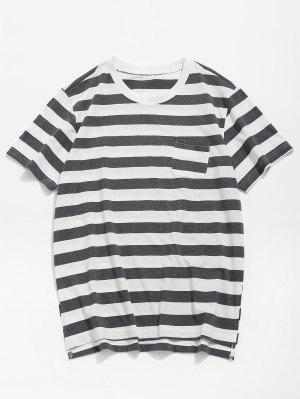 Taschengestreiftes T-Shirt mit geteiltem Saum