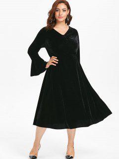 Plus Size Bell Sleeves Velvet Midi Dress - Black 3x