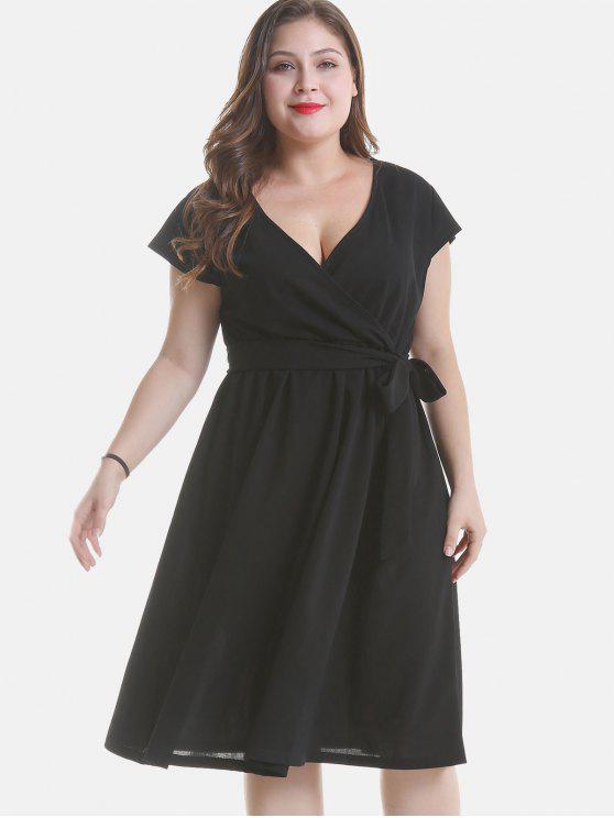 Un vestido de línea de talla grande con cinturón - Negro 2X