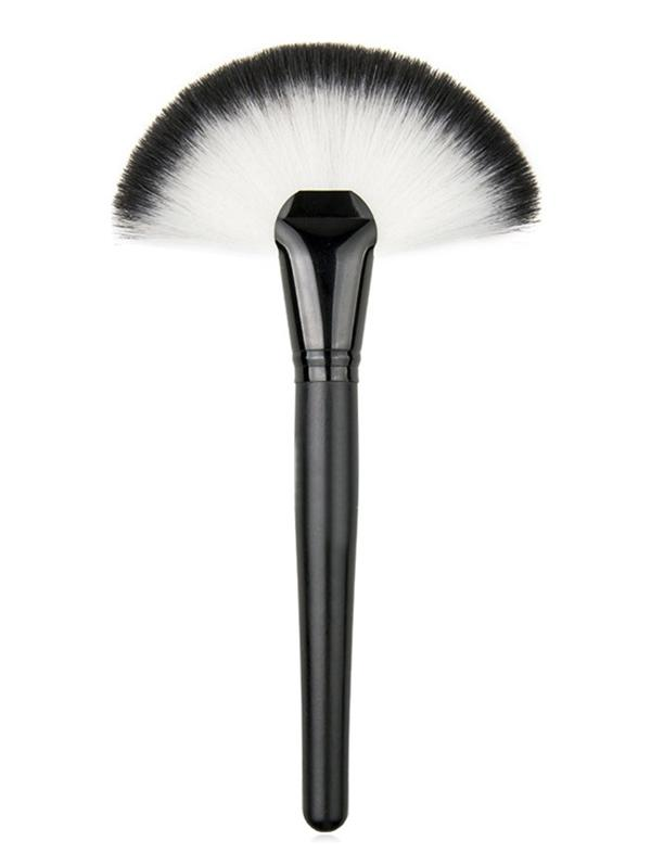 Chic Fan Shape Blush Brush