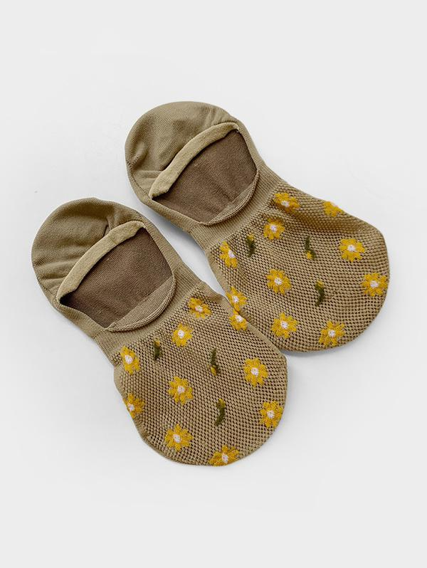 Daisy Pattern Fishnet Invisible Socks thumbnail