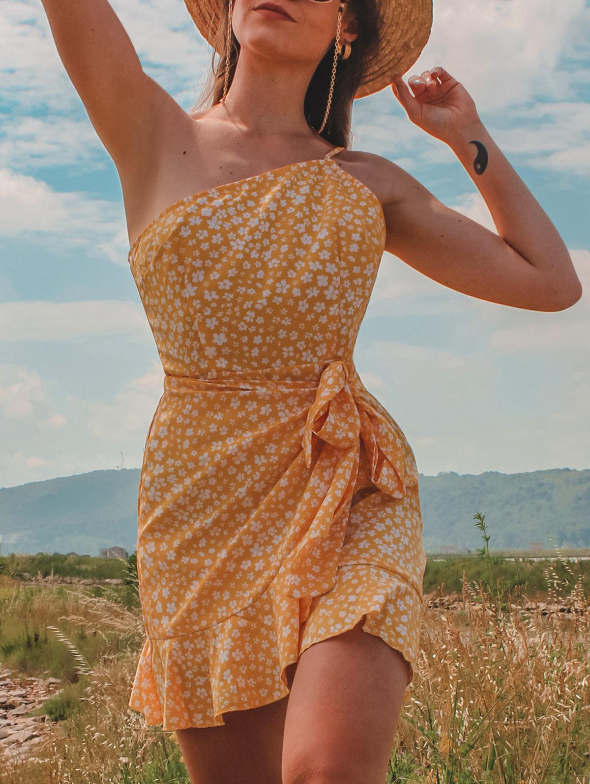 ZAFUL Ditsy Print One Shoulder Overlap Flounce Hem Dress
