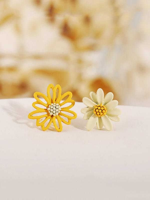 Daisy Floral Asymmetrical Stud Earrings