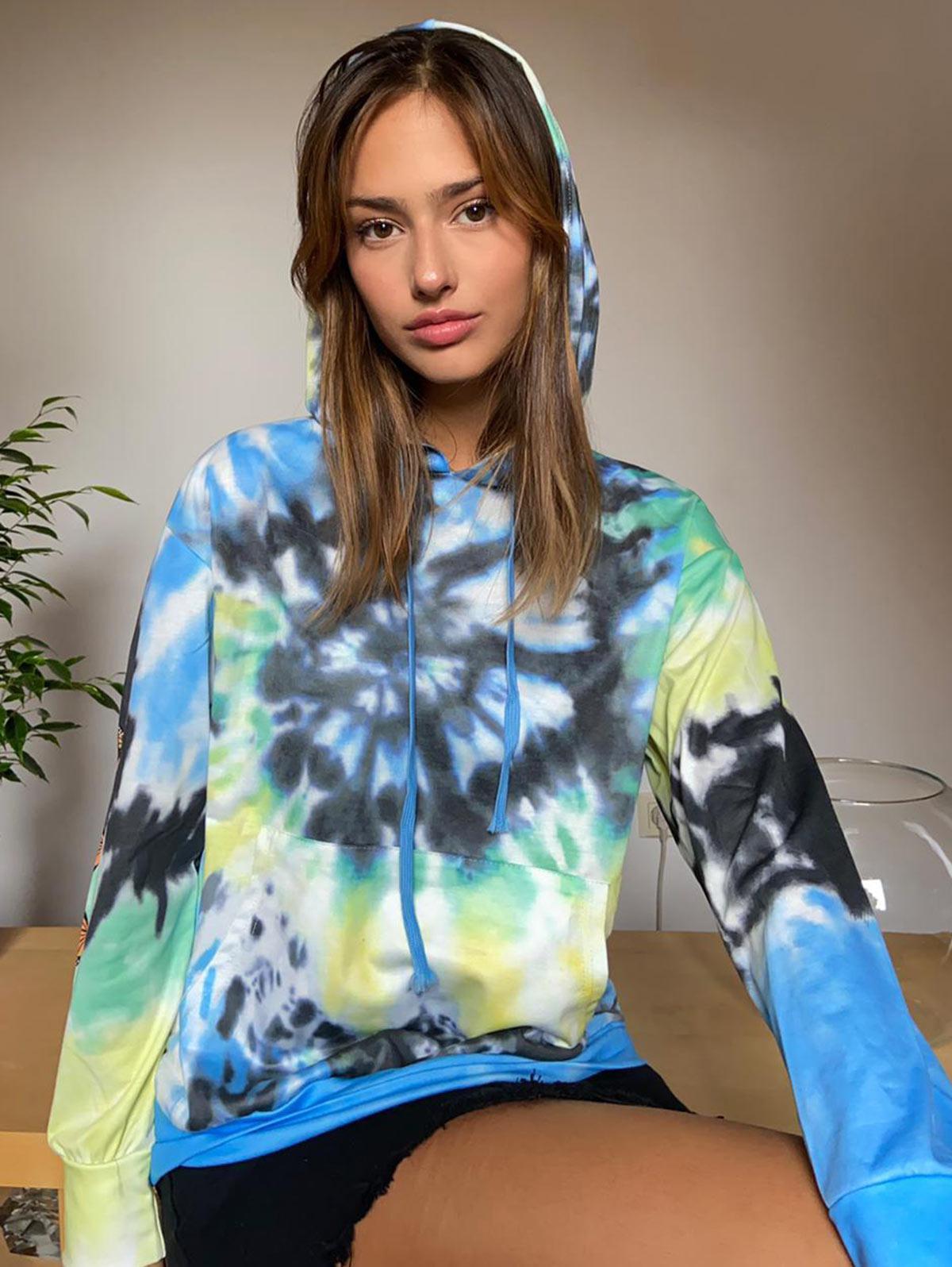 Lou-Ann Vecchia X ZAFUL Tie Dye Butterfly Print Kangaroo Pocket Hoodie