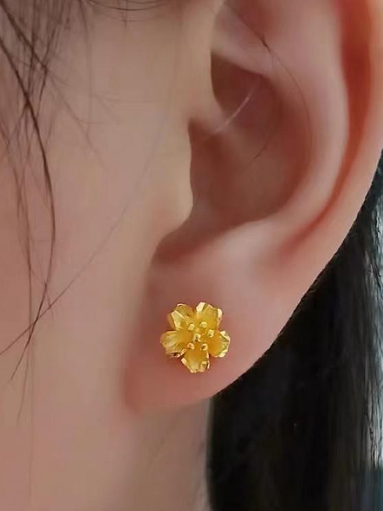 Gold Plated Carved Floral Stud Earrings - ذهبي