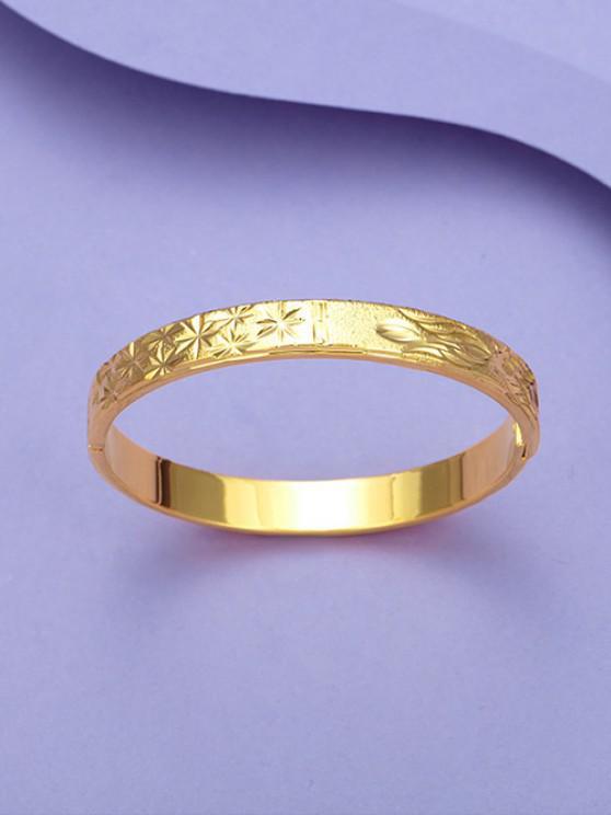 Engraved Floral Matte Bangle - ذهبي