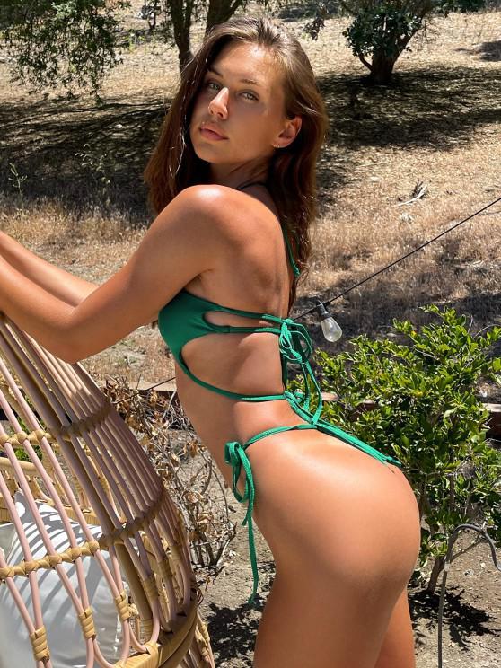 Brit Manuela x ZAFUL Halter Cutout Tie String Bikini Swimwear - ديب غرين S